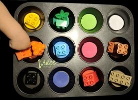 Batole   Třídění barev , forma na muffiny, lego duplo