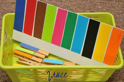 Kolíčky a barvy